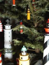 елка с маяками